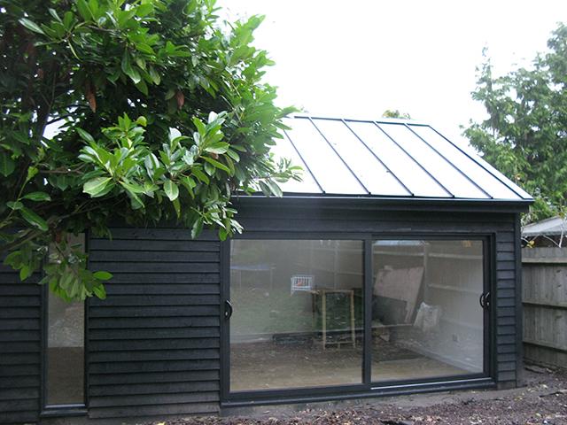 Black-garden-room-garden2office