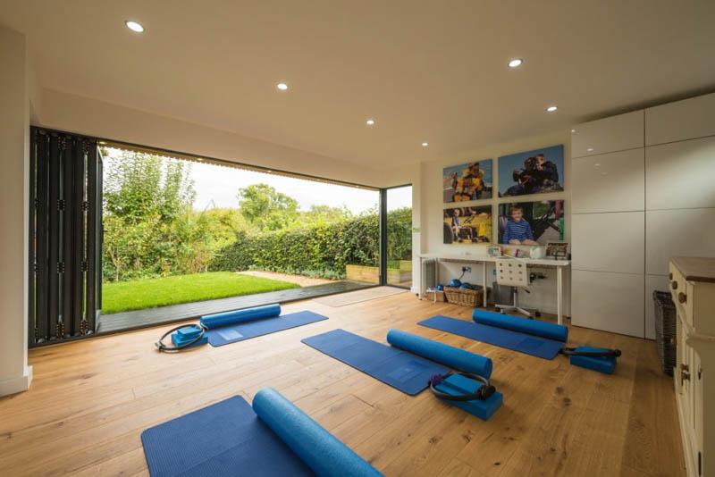 high-spec-yoga-studio-in-the-garden-5