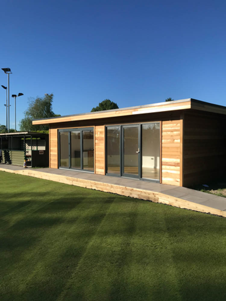 Highly insulated clubhouse for a bowling club