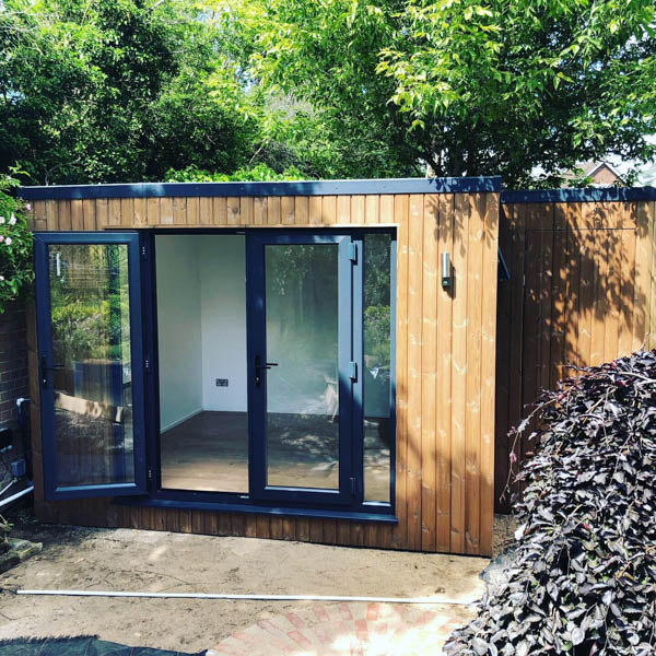 L-shaped art studio with storage | The Garden Room Guide