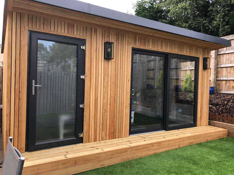 Garden room with shadow gap cladding