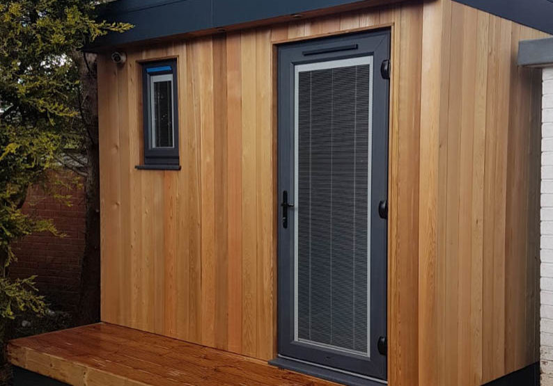 Mini garden room by Bridge Garden Rooms